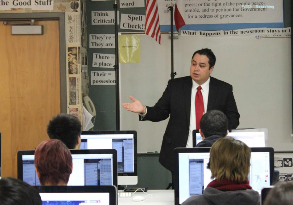 Alex Sanchez talks with newspaper students about engaging with young people via social media services such as Twitter.