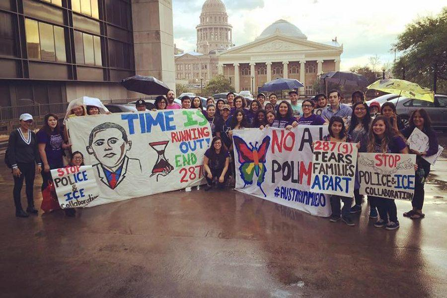 Local+Group%2C+University+Leadership+Initiative%2C+protests+in+downtown+Austin+to+raise+awareness+for+Deportation+fears+and+issues.