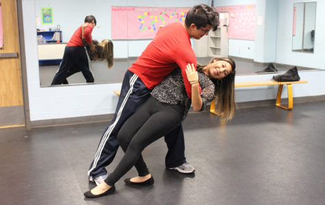 Juniors share cultural interest, instruct salsa dance class