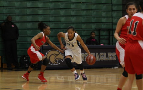 Denae Lofton sets school record with 2,000 points