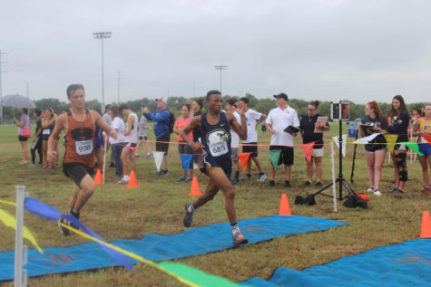 Cassius Serff-Roberts breaks Akins running record in the 5K