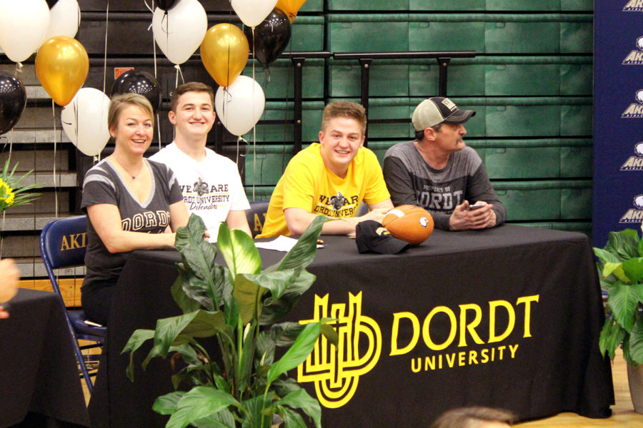 Twin brothers sign to play football at Dordt University