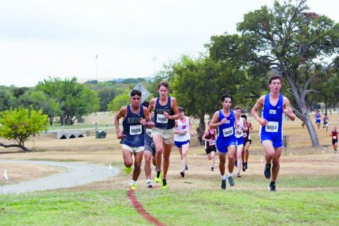 Seniors Matthew Quiroz (left) and Jacob Hannon (right) round a corner, pushing for the  nish. Quiroz and Hannon ran their last race as Eagles at the regional level and now are looking towards a dominant track season.