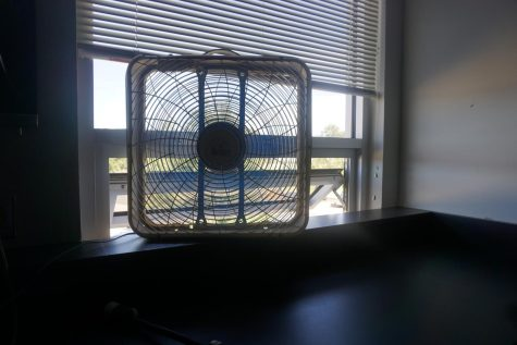 A box fan blows in air from an open window Christopher Orfs classroom. Amid air conditioner failures, many teachers have resorted to using portable fans to keep themselves and their students cool in all of the heat.